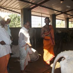 Sri Vishwaprasanna Teertha Swamiji with Guruji